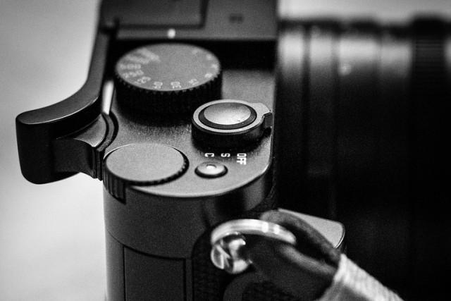 Match Techical EP-SQ Leica Q Thumbs Up