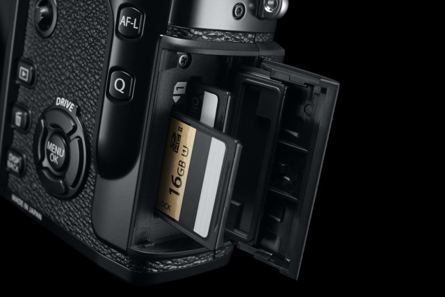 Fuji X Pro2 Street Photography Review - Dual Card Slots