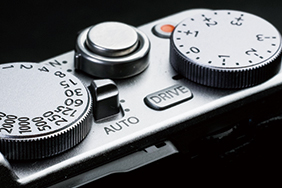 Fuji X70 Street Photography Review - Buttons And Dials